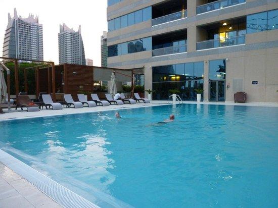 Radisson Blu Residence, Dubai Marina : pool