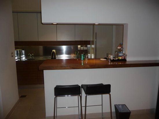Radisson Blu Residence, Dubai Marina : kitchen