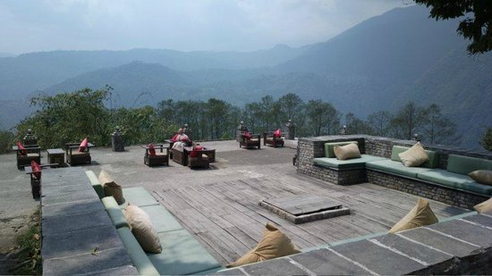 Hotel Red Palace Hotel & Resort: The Courtyard with a lovely view of Mt. Pandim
