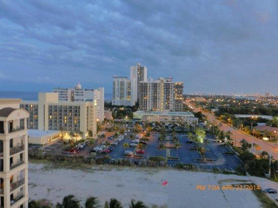 Palm Beach Marriott Singer Island Beach Resort & Spa: View from balcony