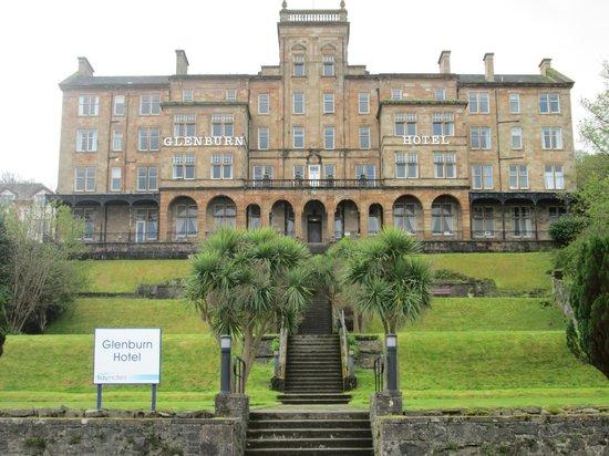 The Glenburn Hotel Ltd: taken at the bottom of the steps going up to hotel
