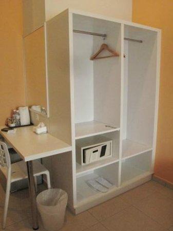 G-Inn: the doorless cabinet