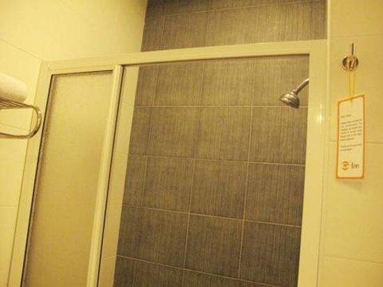 G-Inn: the shower area