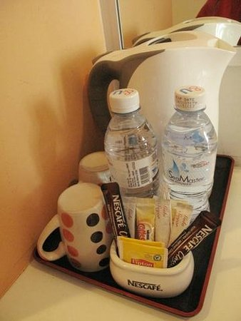 G-Inn: the coffee/tea facilities in the room