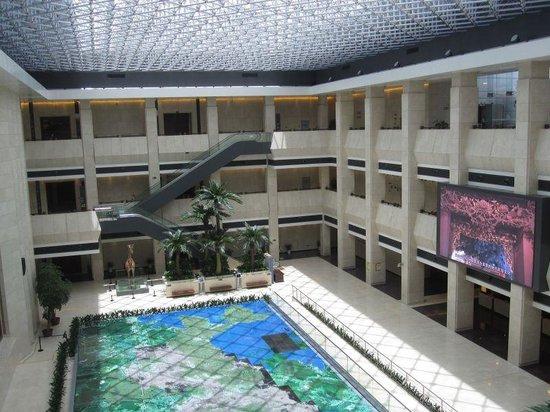 Shenzhen Museum : 吹き抜けには、ミニチュアモデルが
