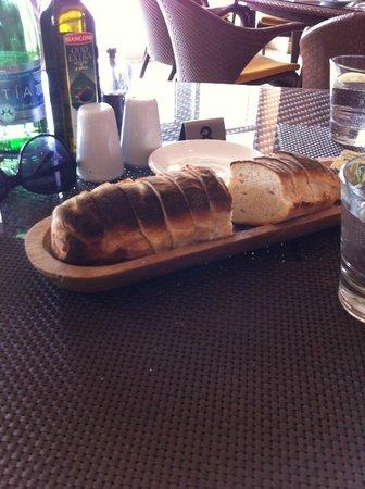 Agliolio : Complimentary fresh bread