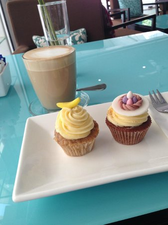 Blossom Cafe and Training Centre : Coffee and cupcakes in amazing aircon