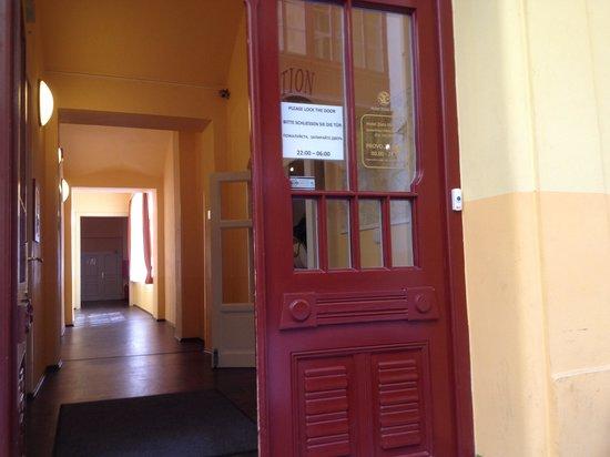 Hotel Zlata Vaha: Voordeur