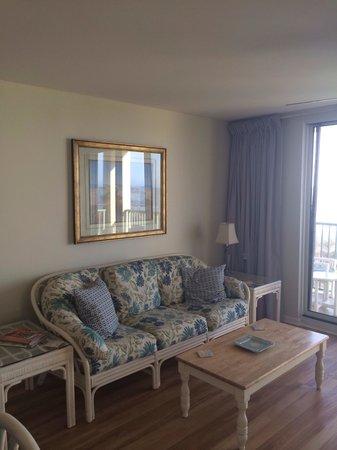 Pinnacle: Living room
