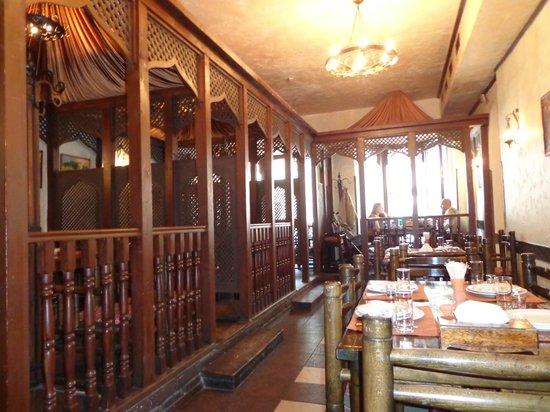 Caucasus Tavern: Vue depuis les tables pour non-fumeurs
