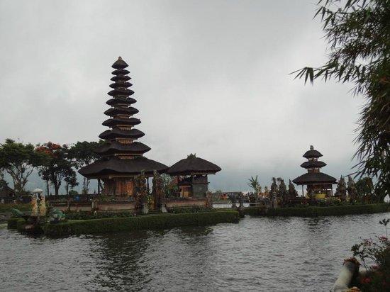 MBA Bali Tours: Ulun Danu Temple