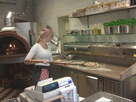 Da Portare Via: Preparing my pizza