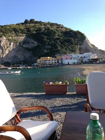 Park Hotel & Terme Romantica: View from Bar in Sant'Angelo of the island opposite