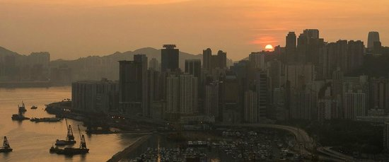 Renaissance Hong Kong Harbour View Hotel : Sunrise from 40th floor