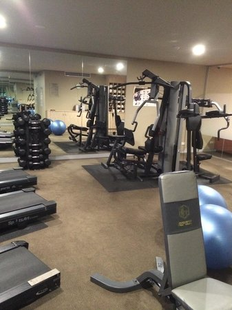 Travelodge Hotel Perth : Great gym with free weights, a radio and a tv!