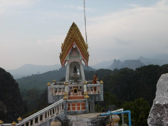 Tiger Cave Temple (Wat Tham Suea) : Top of the staircase