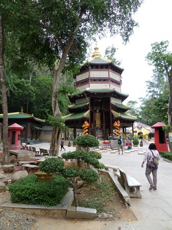 Tiger Cave Temple (Wat Tham Suea): Temple