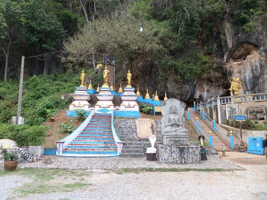 Tiger Cave Temple (Wat Tham Suea): Start staircase