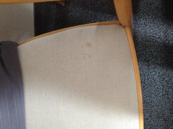 Jacobs Hotel : des chaises toutes tachés