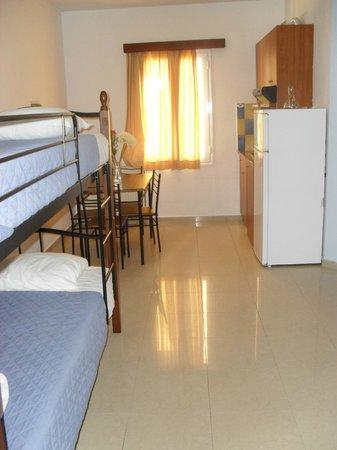 Nautica Hotel: cucina + tavolo + letto a castello