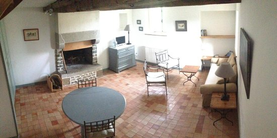 Le Domaine de Belleville: livingroom
