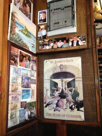 O'Neil Bar Restaurant: Room wall