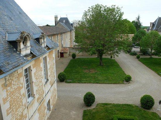 Chateau d'Avanton : La cour intérieure