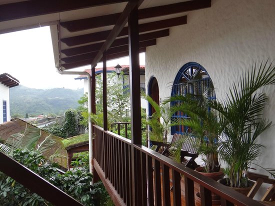 Orosi Lodge : Balkon in der oberen Etage