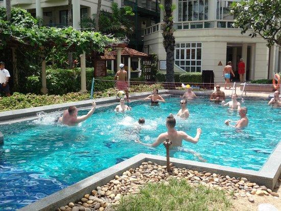 Centara Grand Beach Resort Samui : water volly ball at 1.30