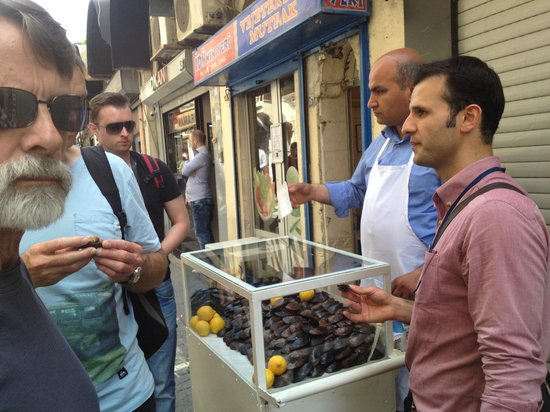 Culinary Backstreets -Tours: Mussels with rice - learning what street food to eat