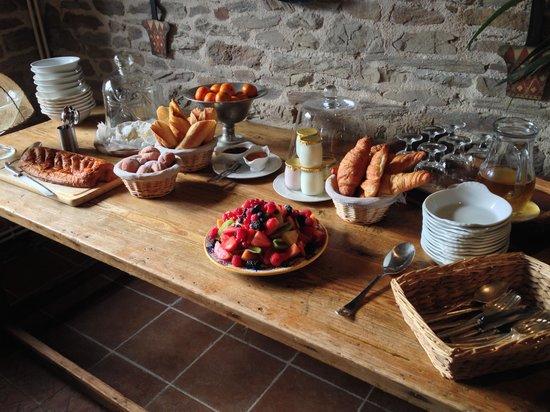 Manoir de la Riviere: Breakfast