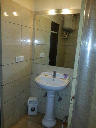 Hotel Hong Kong Inn: Bathroom picture