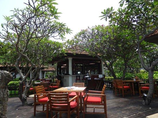 Centara Grand Beach Resort Samui : seas breeze bar