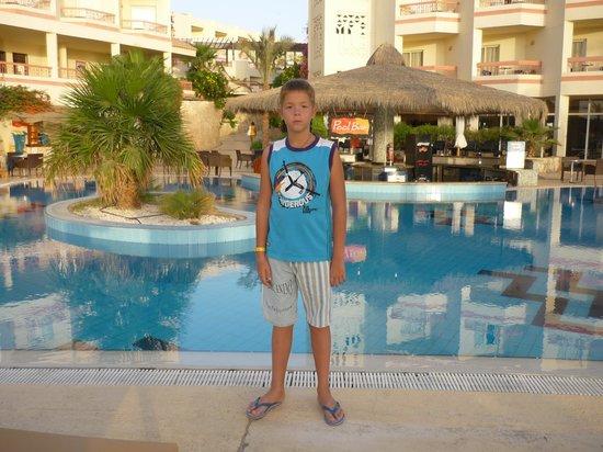 Hilton Sharks Bay Resort: Бассейн во внутреннем дворе