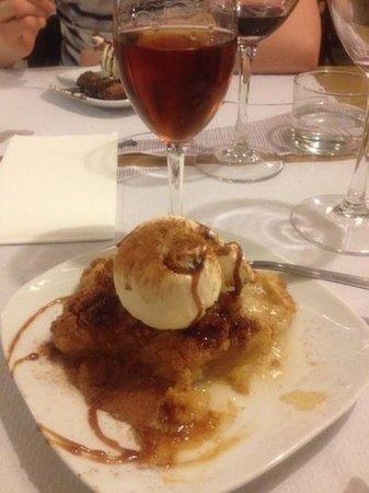 El Meson de Cervantes : Apple tart with Malagan dessert wine