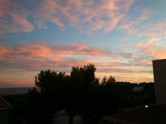 Hotel Sant Jordi: puesta de sol desde habitación hotel...!