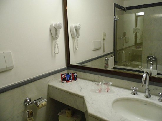 ADI Doria Grand Hotel : Badezimmer
