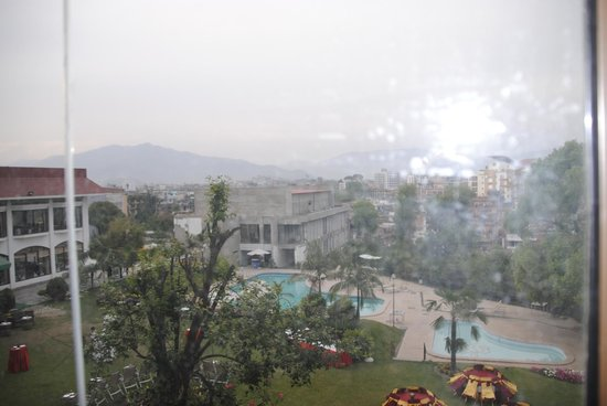 Hotel Himalaya: Bedroom views over the swimming pool