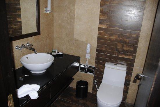 Hotel Himalaya: Bathroom