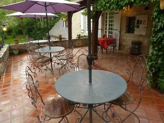 Moulin de Fresquet : Terrasse petit déjeuner