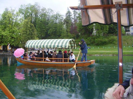 Hotel Jelovica Bled: Gita in barca per raggiungere