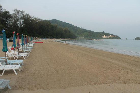 Naiyang Seaview Place: the best manicured beach in Phuket?