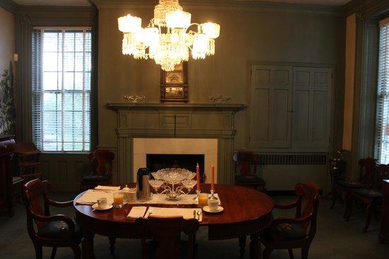 Myrtledene Bed and Breakfast: dining room