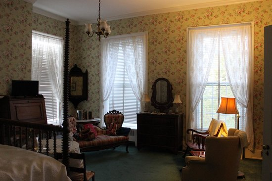 Myrtledene Bed and Breakfast: another view of bedroom