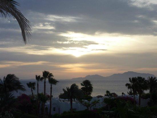 Domina Hotel & Resort Harem: Рассвет