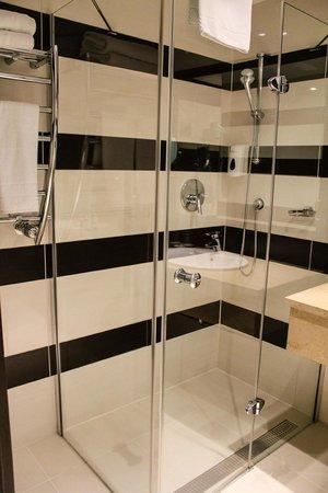 Aquaworld Resort Budapest: ванная