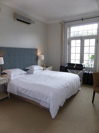 Cape Cadogan: Bedroom