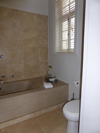 Cape Cadogan: Bath