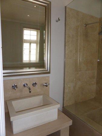 Cape Cadogan: Bathroom
