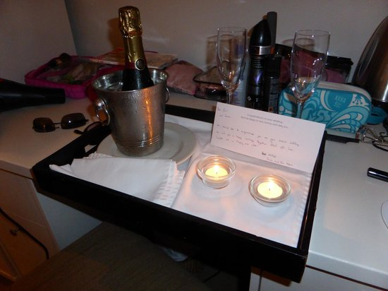 Cape Cadogan : Champagne gift from hotel